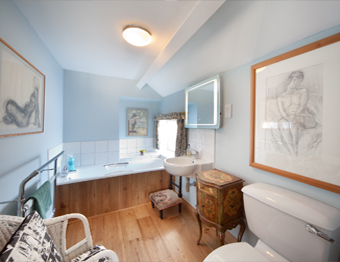 Crookwath Cottage: Bedroom 1 en-suite Bathroom